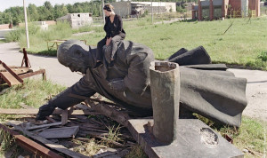 Lenin statue removed in Lithuania by Gerard Fouet